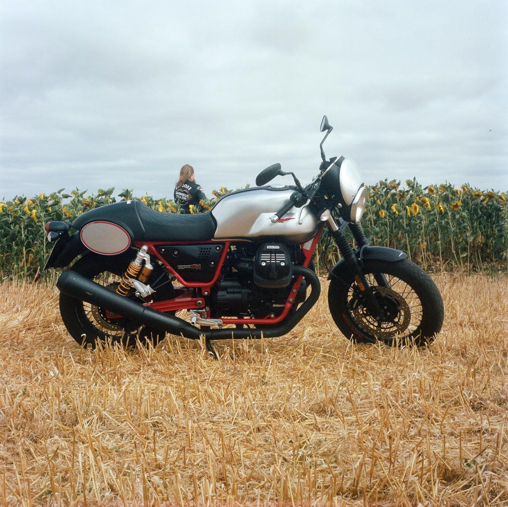 Guzzi V7 III racer moto